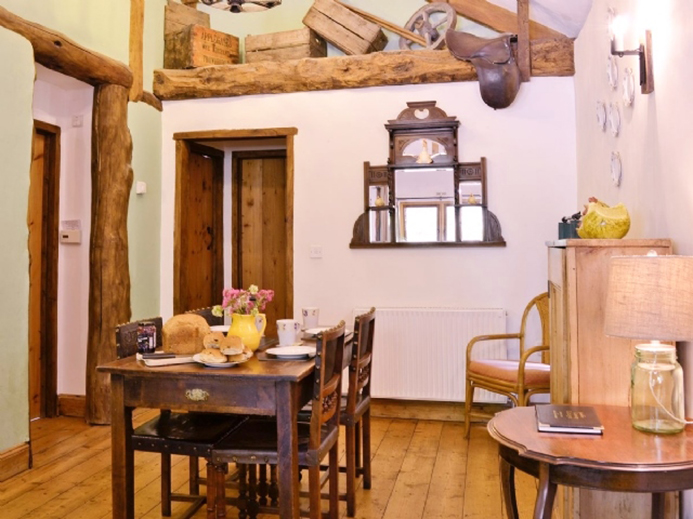 Wagon-House-Dining-Room.jpg